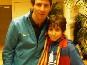 Messi con il giovane calciatore amputato italiano Francesco Messori (Facebook)