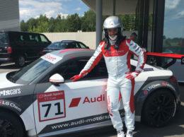 Peter Fill vicino alla sua Audi. (Foto Fisi)